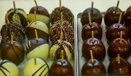 Country Mercantile chocolate dipped apples